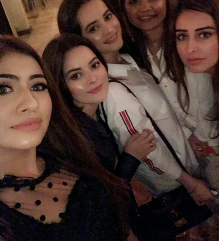 New Photos of Aiman & Minal with their Friends at Dinner