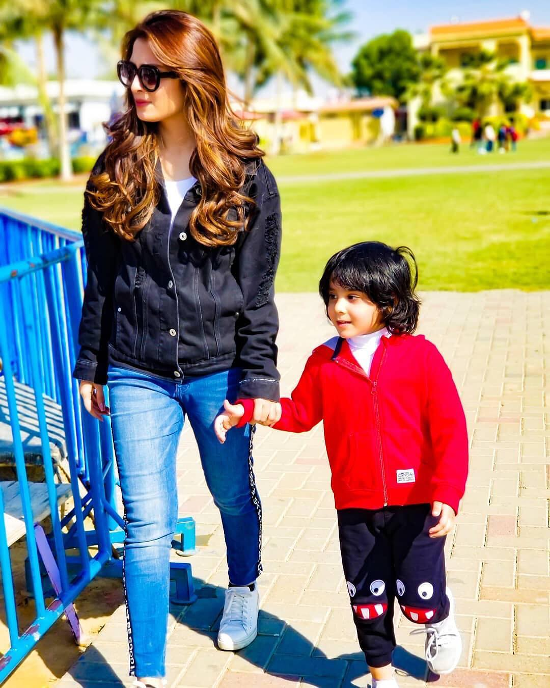 Awesome Photos of Ayeza Khan with her Daughter Hoorain