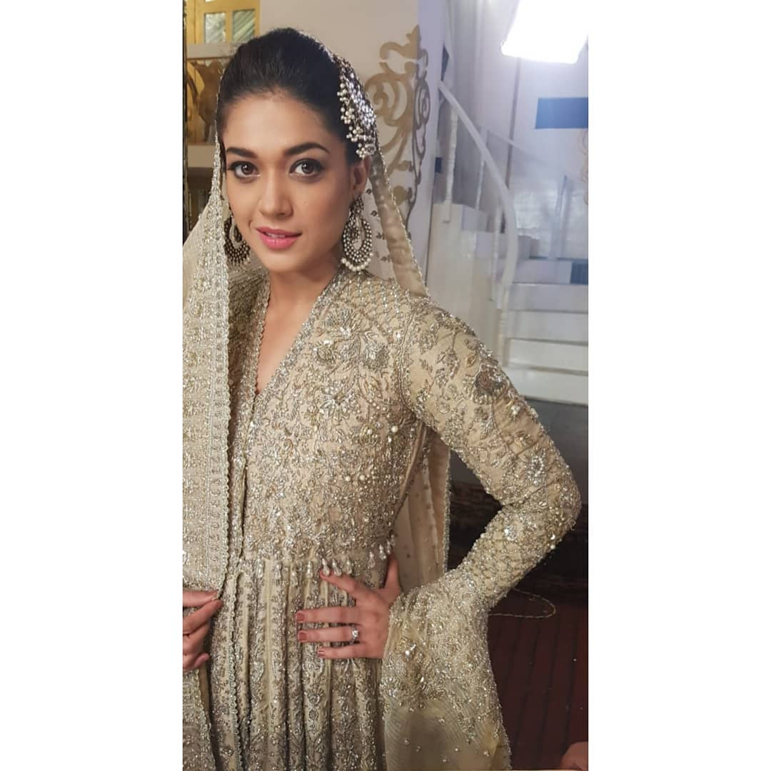 Awesome Photos of Sanam Jung on the Set of her Upcoming Drama