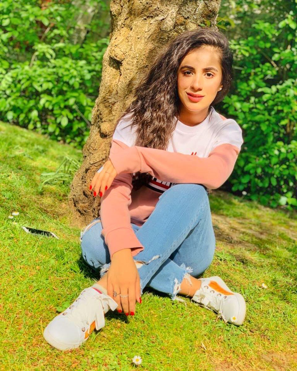 Awesome Photos of Maham Amir with her Husband Faizan Sheikh in London