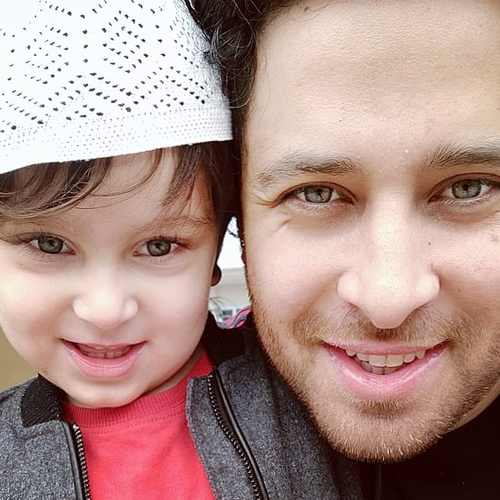 Awesome Photos of Actor Haroon Shahid with his Wife and Kids