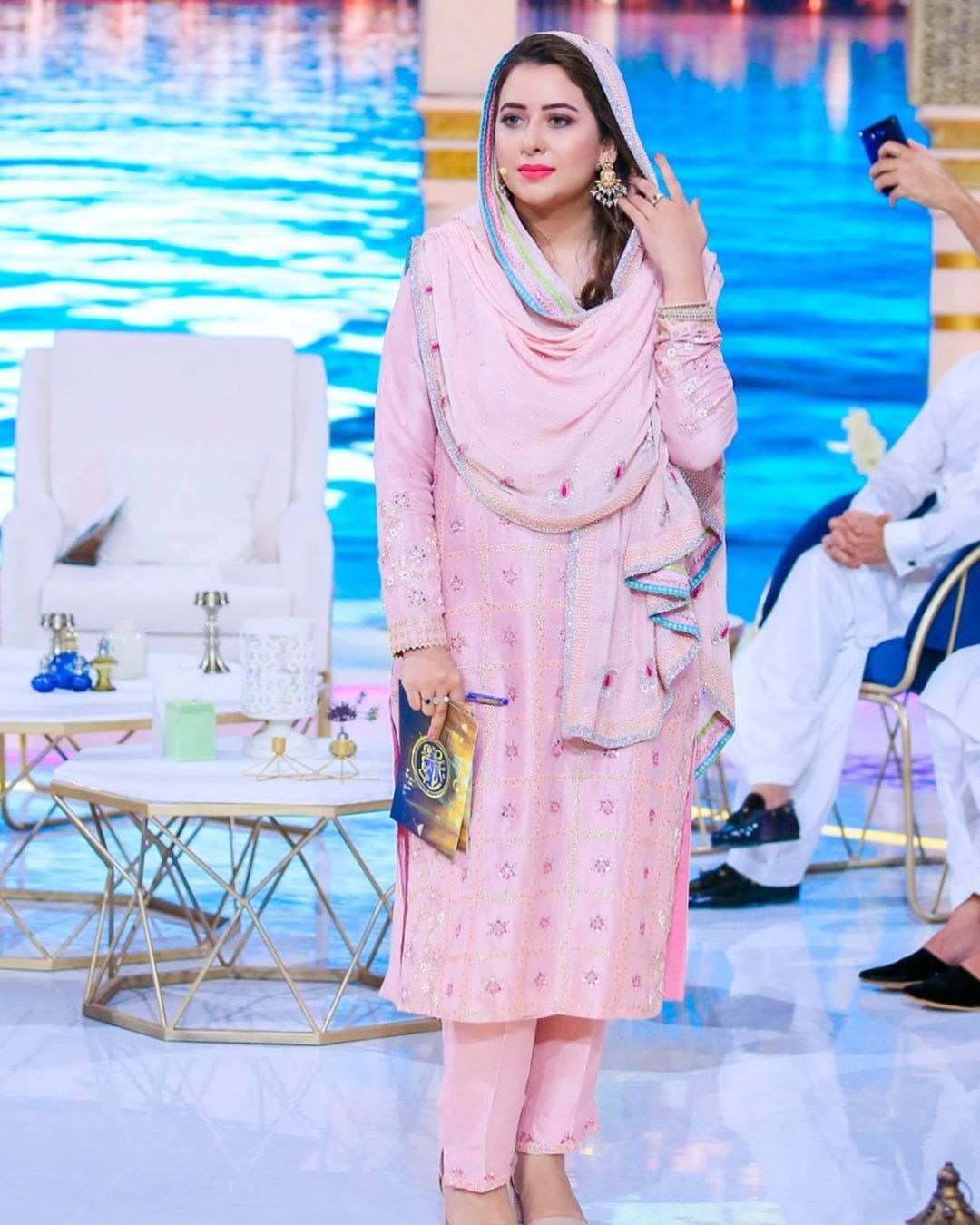 Awesome Yumna Zaidi in Ehasaas Ramazan Transmission on Geo TV