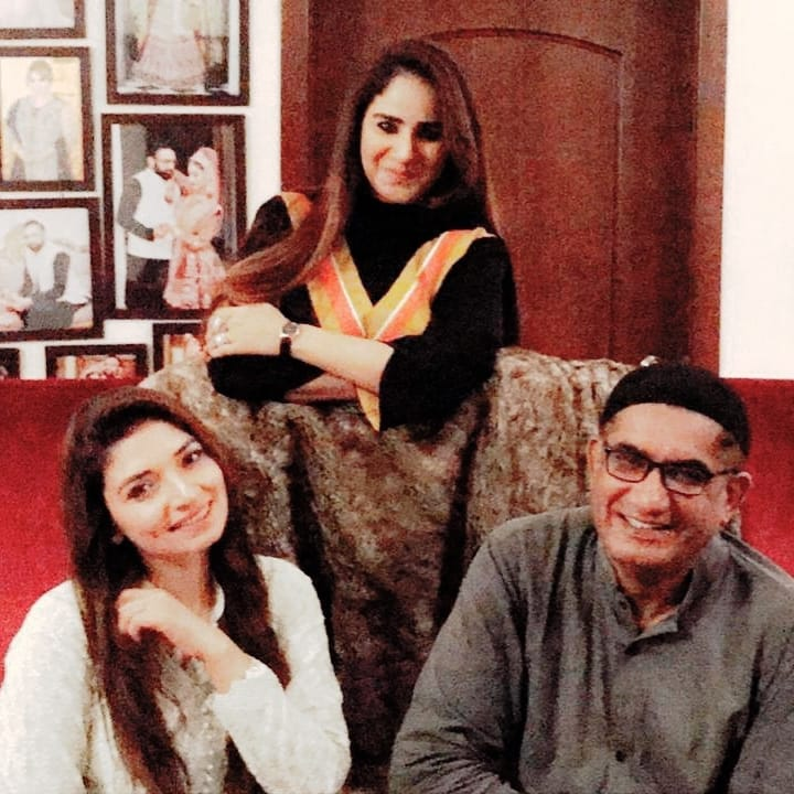 Actress Sheen Javed with her Husband Hosted Iftar Party at her Home for her Friends