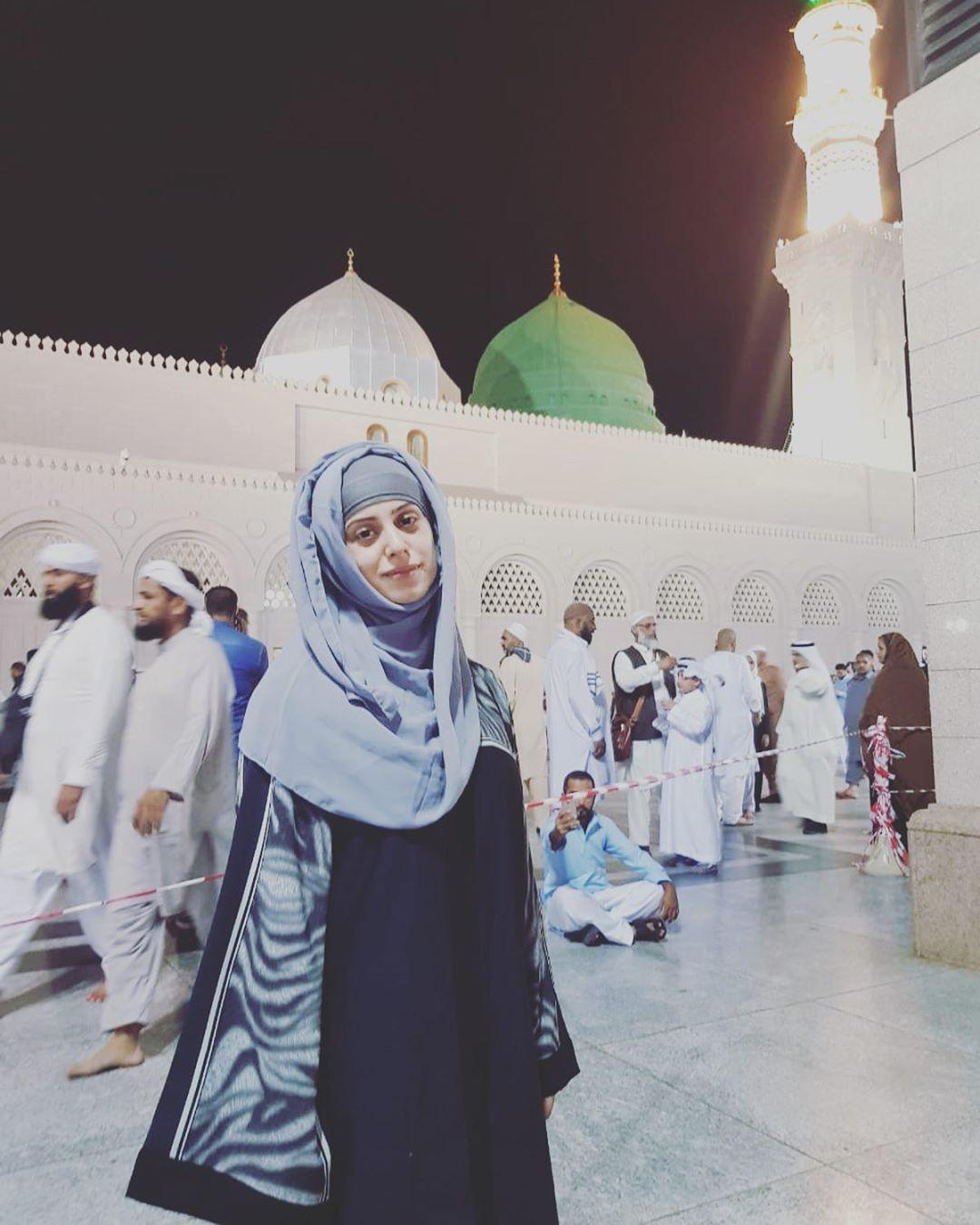 Noor Bukhari Performed Umrah with her Sister