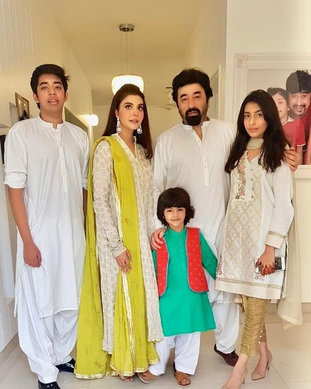 Awesome Photos of Nida Yasir with her Family on Eid Day