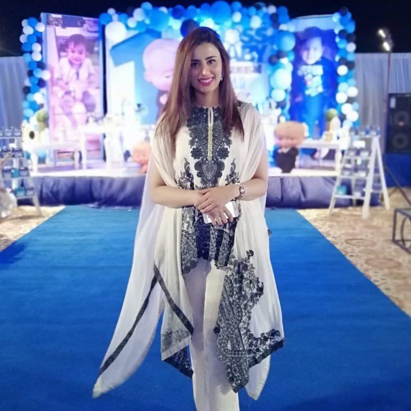 Few Random Clicks of Beautiful Anchor Madeha Naqvi