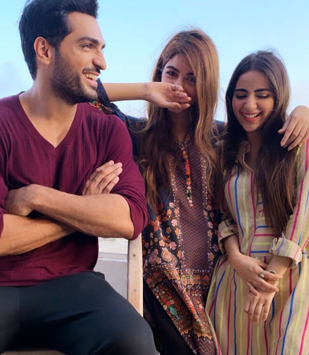 Famous TV Serial Gul o Gulzar Cast Awesome Clicks