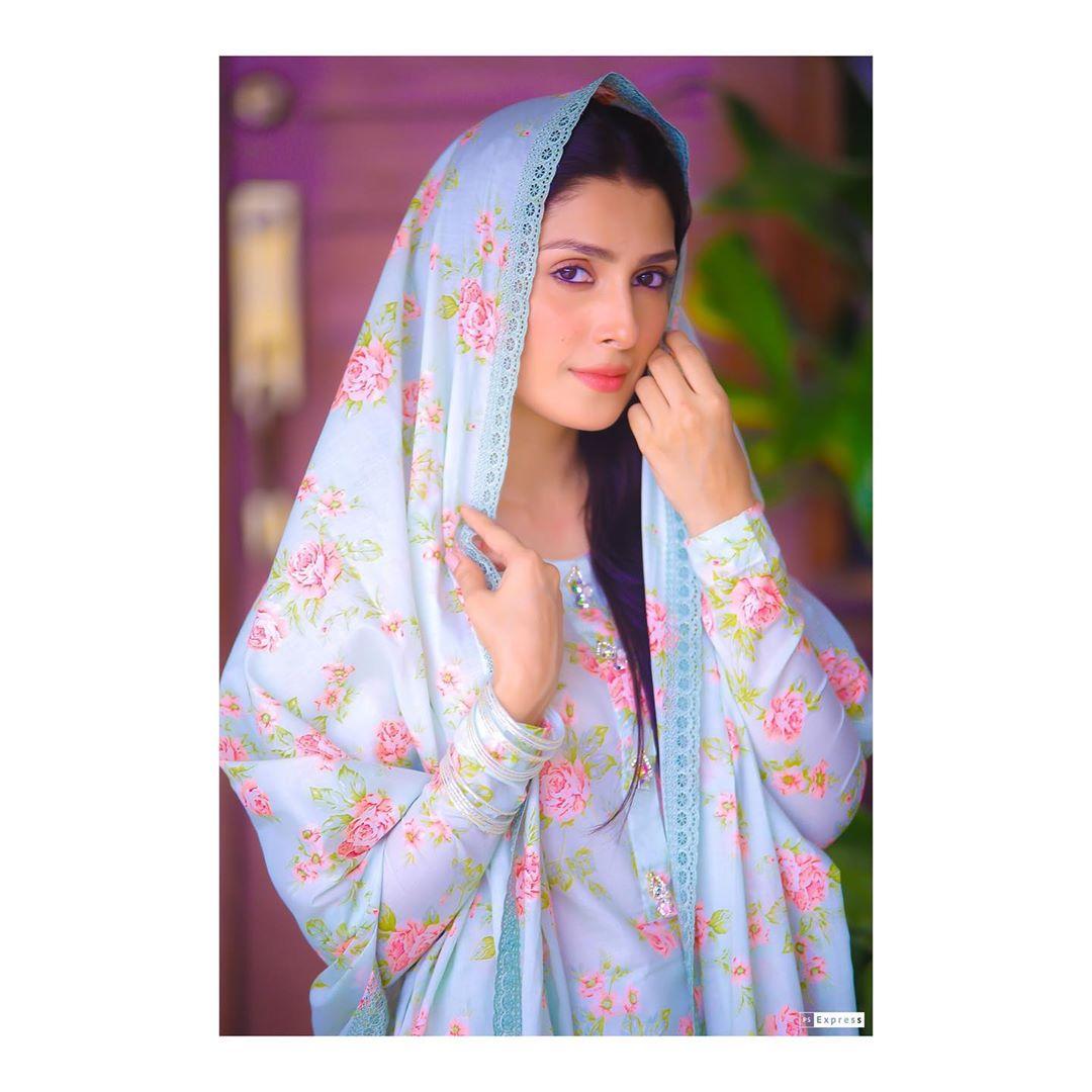 Beauty Queen Ayeza Khan New Awesome Photos
