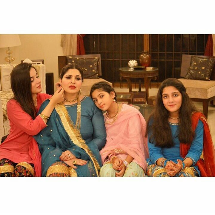 Shagufta Ijaz Looking Gorgeous with her Cute Daughters