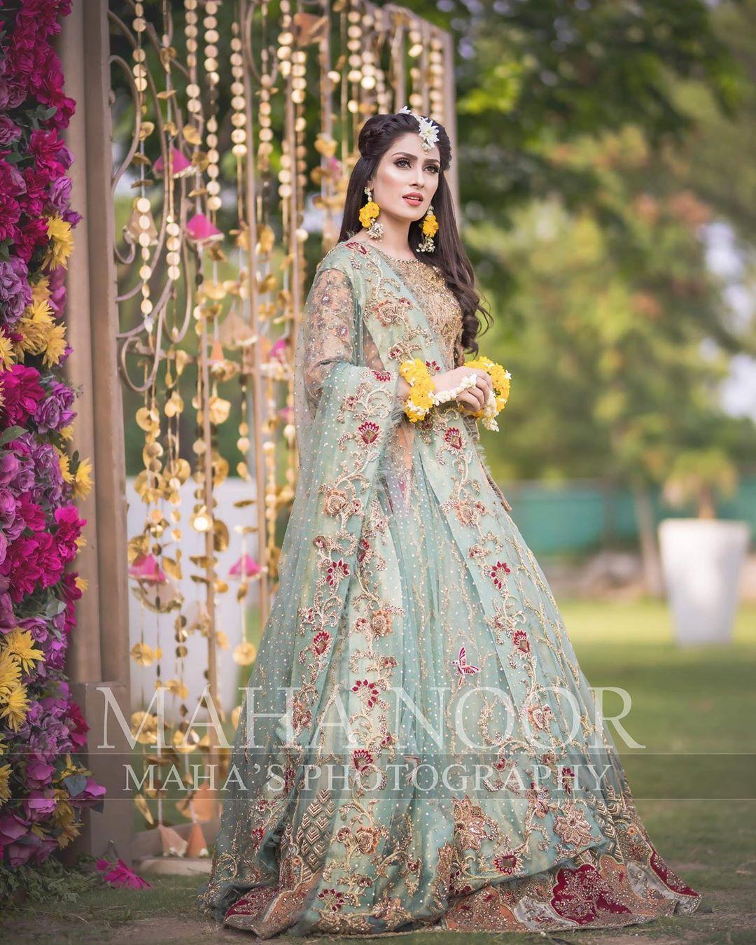 Beauty Queen Ayeza Khan Stunning Looks in New Bridal Photo Shoot