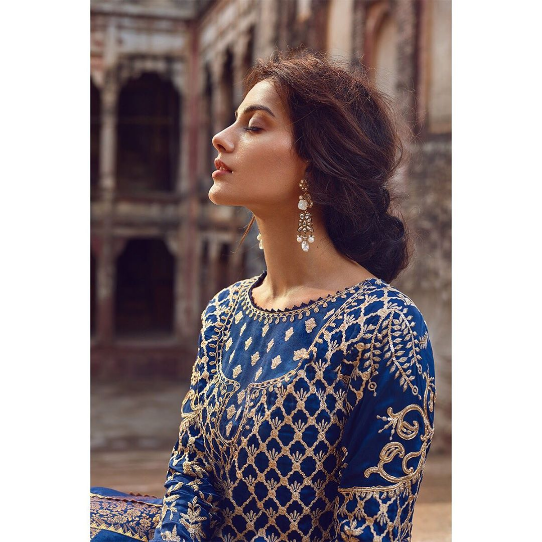 Gorgeous Clicks of Actress Iqra Aziz with New Look