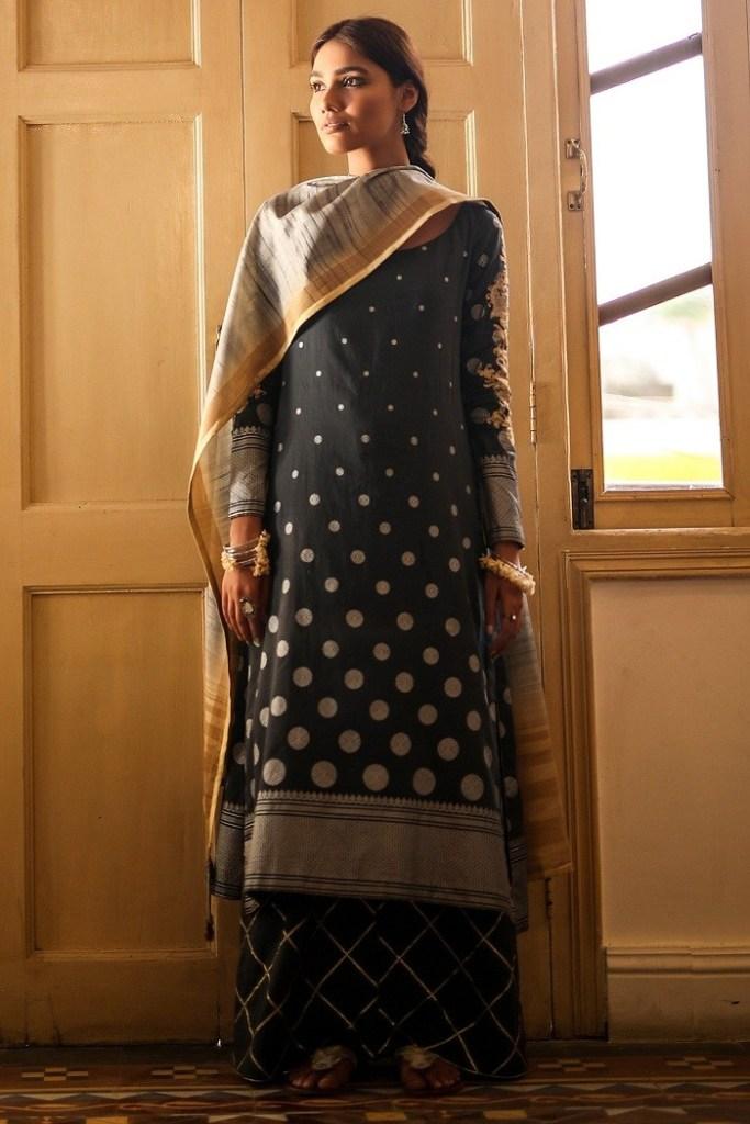 Alkaram Studio Brings Independence Day Sale Upto 50% off