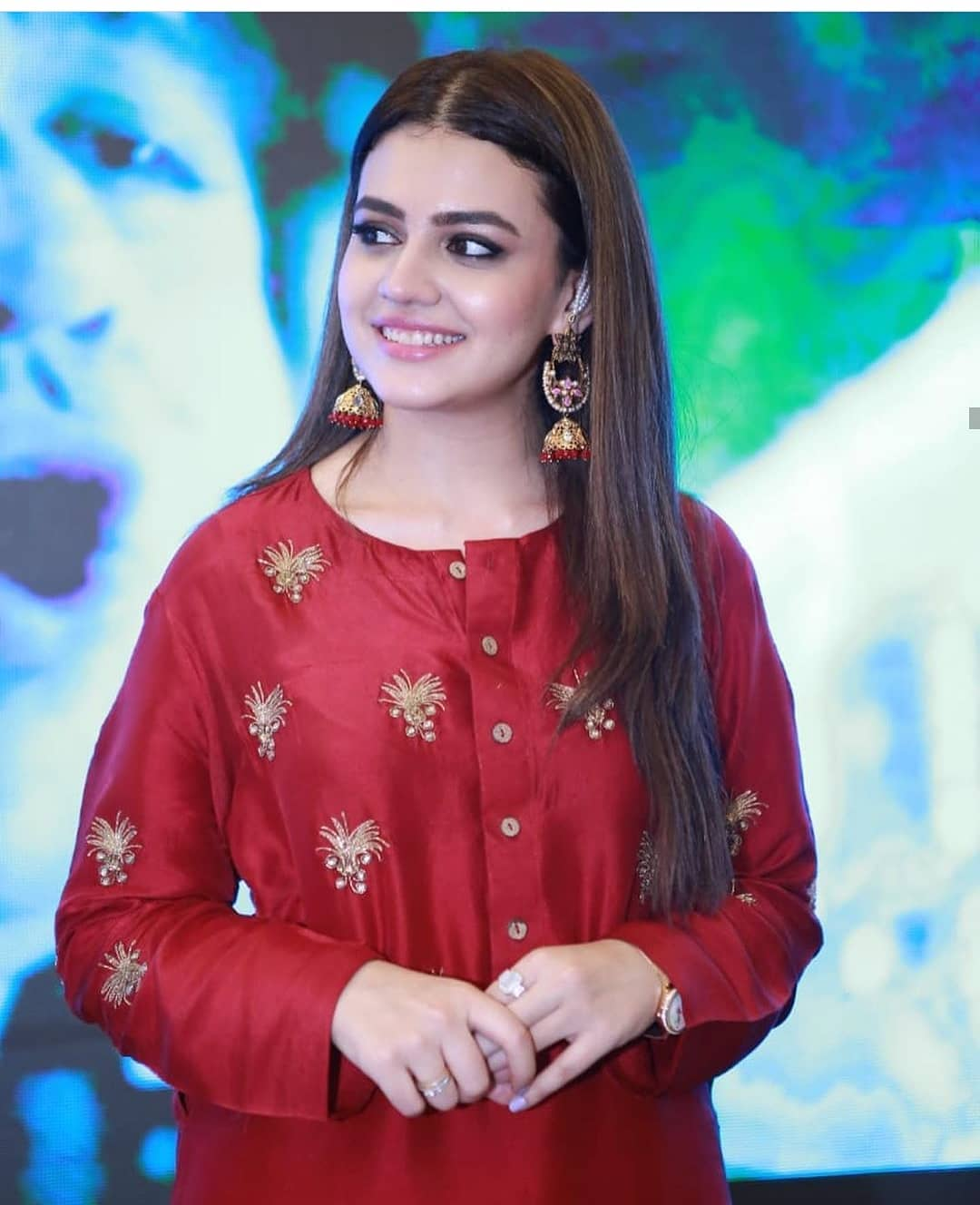 Gorgeous Zara Noor Abbas is Looking Awesome in Red