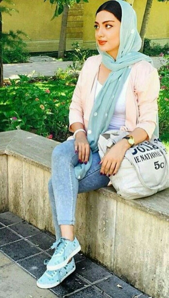 Unique Ways to Wear Hijab With Sneakers For Winter 2020