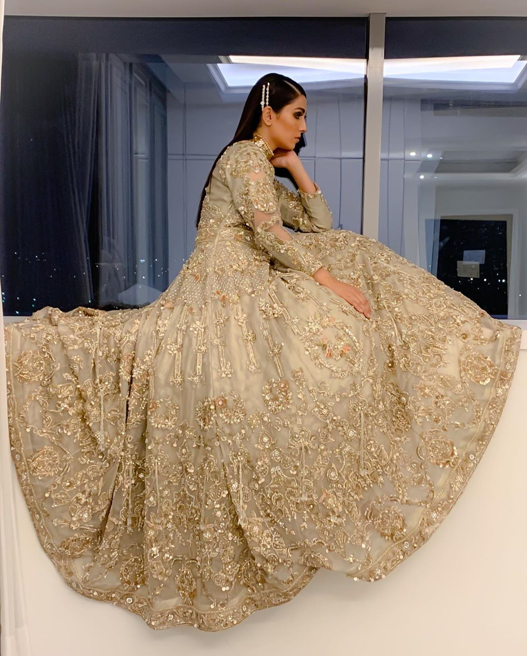 Awesome Pictures of Ayeza Khan in Bridal Dress for PLBW 2019