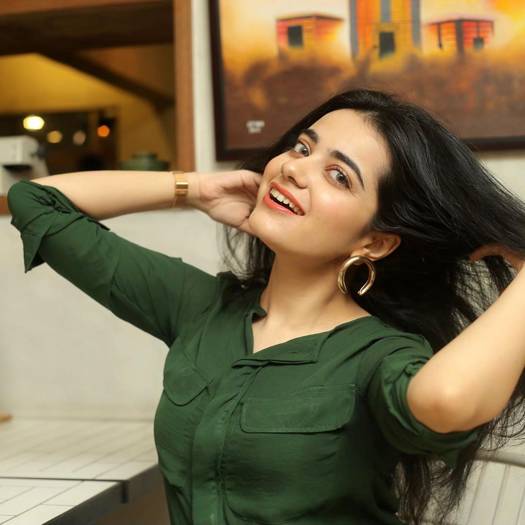 New Pictures of Actress Kompal Iqbal