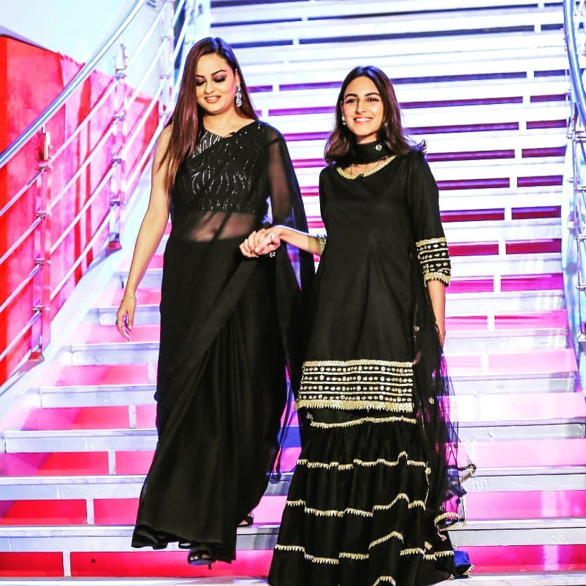 Awesome Pictures of Javeria Abbasi with her Daughter Anzela Abbasi