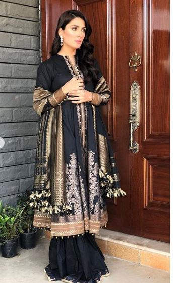 Awesome Ayeza Khan Beautiful Pictures in this Black Outfit
