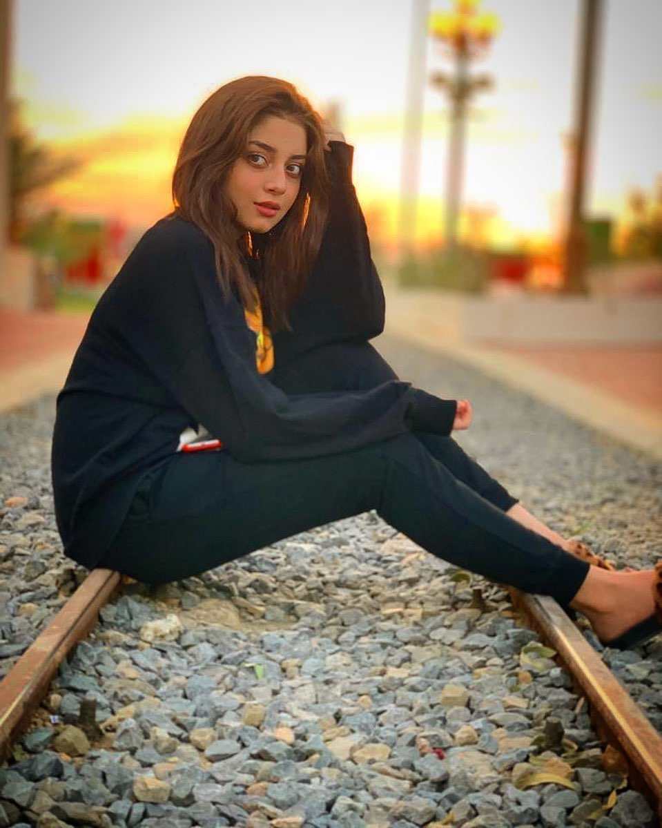 Gorgeous Actress Alizeh Shah's Latest Beautiful Clicks