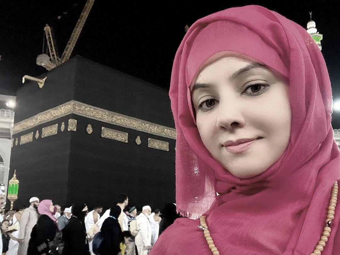 Singer Rabi Pirzada Clicks from Umrah