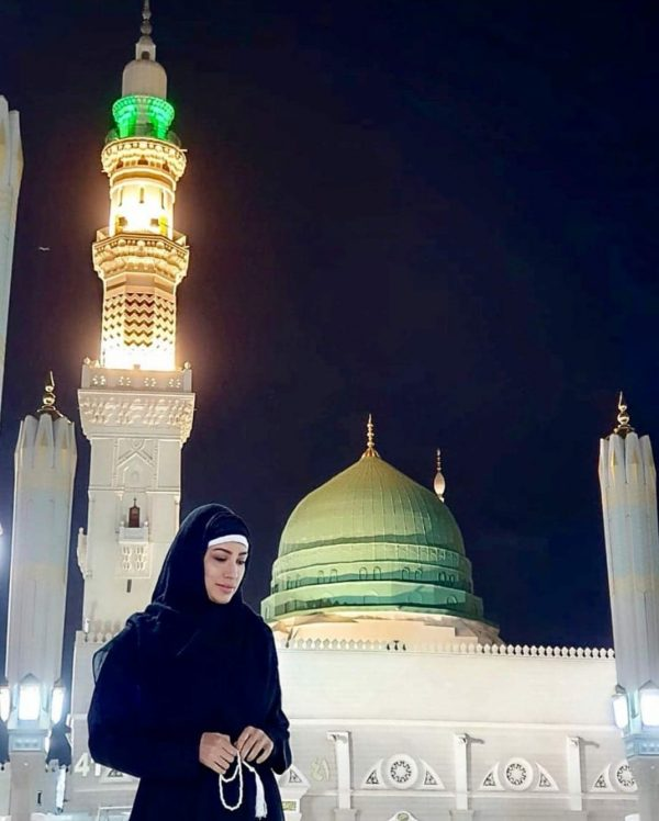 Clicks of Pakistani Celebrities Who Performed Umrah Recently