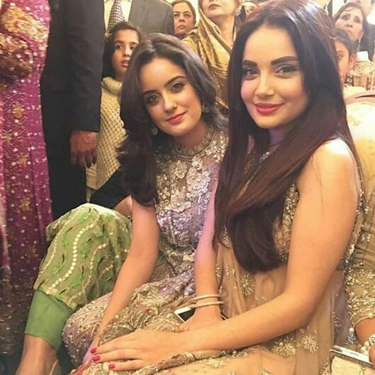 Armeena Khan shares awesome clicks with her sister Minahil