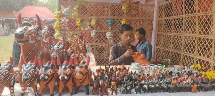 Folk and Handicraft Fairs Are Frozen