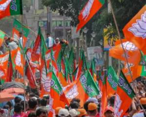 Scuffle breaks out between police and BJP workers in Kalighat area near West Bengal CM Mamata Banerjee's residence