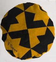 Fortunato Depero, Basco futurista, 1929, panno di lana, ricamo ad intarsio a motivi geometrici. Cavalese (Trento), Collezione privata.