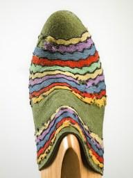Salvatore Ferragamo, Prototipo di pianella, 1938, feltro decorato con strisce di cotone. Firenze, Museo Salvatore Ferragamo. Foto Arrigo Coppitz