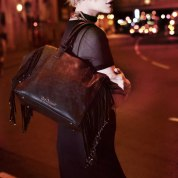 Photo Credit: Pagina Facebook https://www.facebook.com/Gio-Cellini-295139270603291/ Sei pronta per una serata #fashion? L'accessorio immancabile è la tua #bag #GioCellini con frange. Visita → www.giocellini.com. #NewCollection #GioCelliniStyle