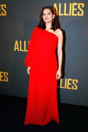 marion-cotillard-wears-chopard-to-the-allied-premiere-in-paris-november-20th-2016-2