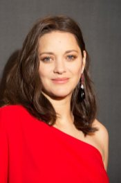 marion-cotillard-wears-chopard-to-the-allied-premiere-in-paris-november-20th-2016_1