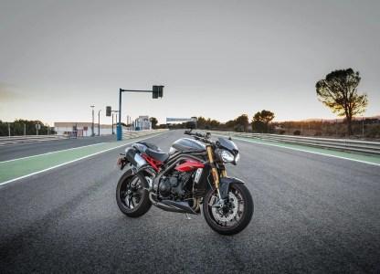 Triumph Speed Triple R negro y dorado