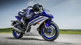 2016 Yamaha YZF-R6 azul en acción