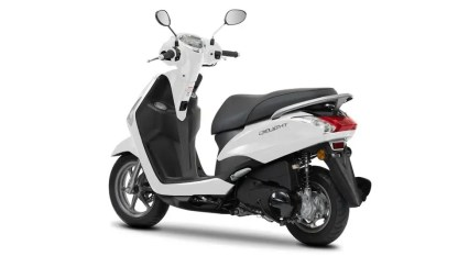 2017-Yamaha-D'elight-125-EU-Milky-White-Studio-005