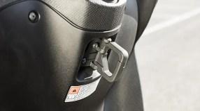 2017-Yamaha-Xenter-125-EU-Silky-Grey-Detail-010