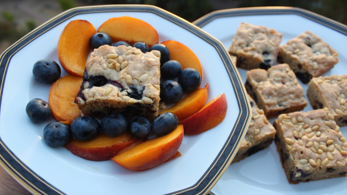 Blueberry Blond Brownies served with blueberries and peaches. (Photo by Yakir Levy)