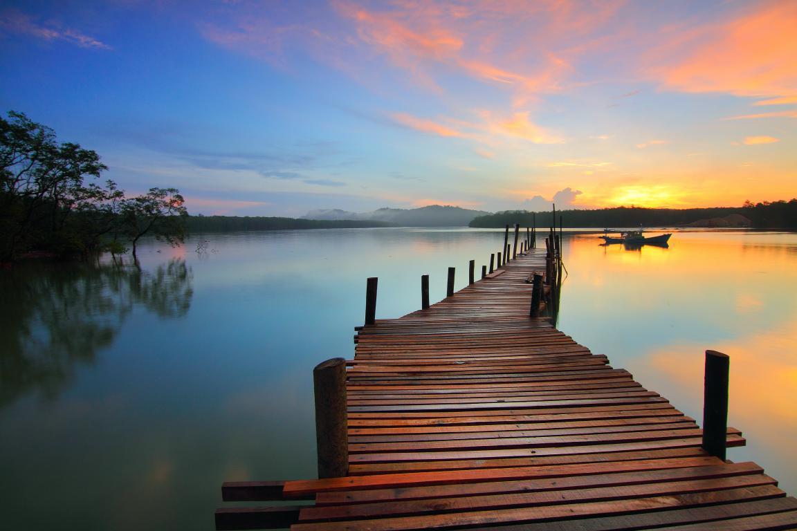 il ponte sul lago immagine