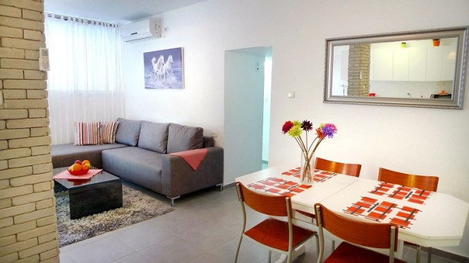 Daily Apartment In Bat Yam Living Room