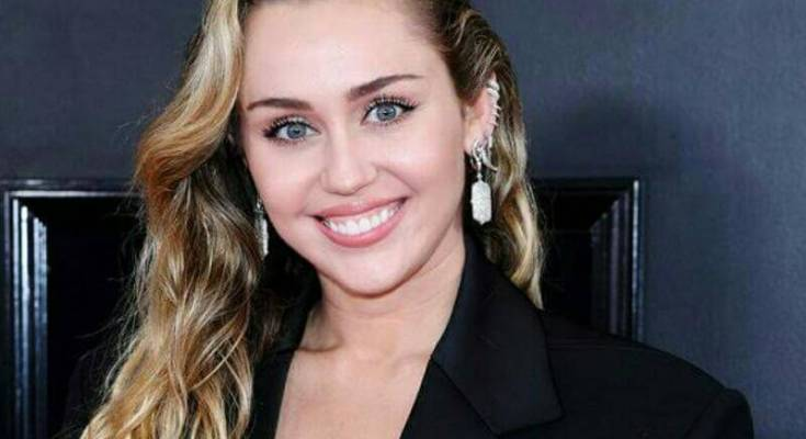 Miley Cyrus Net Worth 2021 | Miley Cyrus Income & Biography