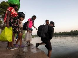 Thousands of migrants moved from under Texas bridge
