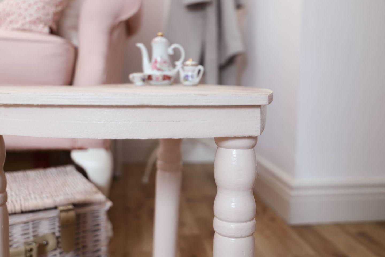 Mouldy, furniture DIY makeover. Love heart table DIY
