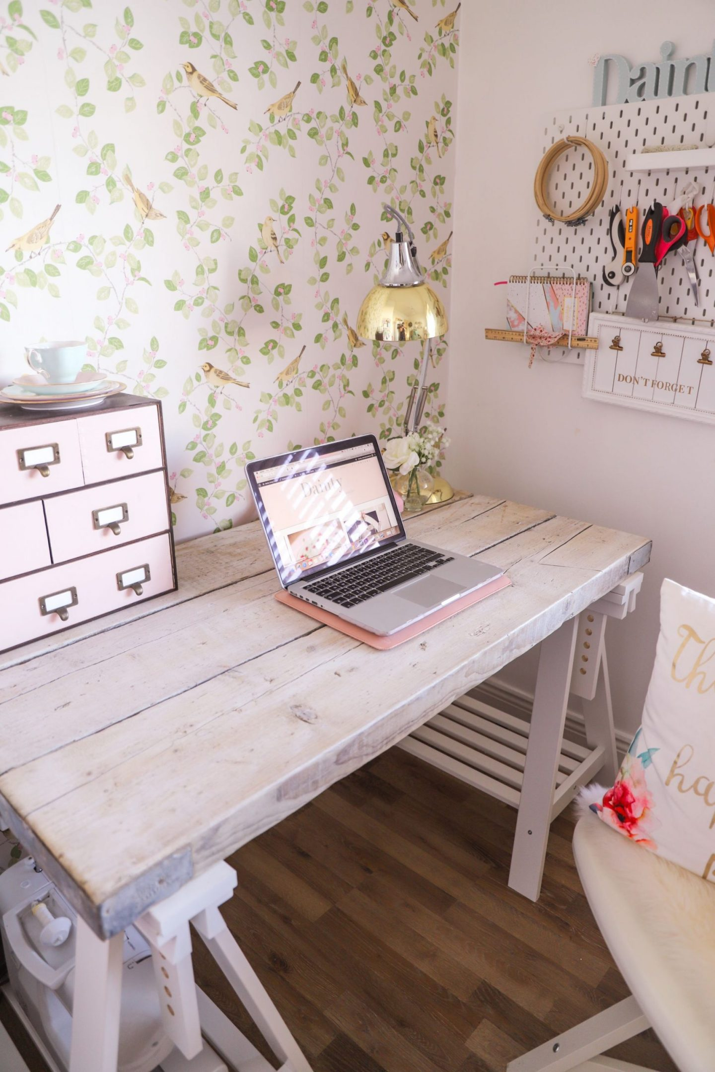 How to turn scaffold boards into an office desk
