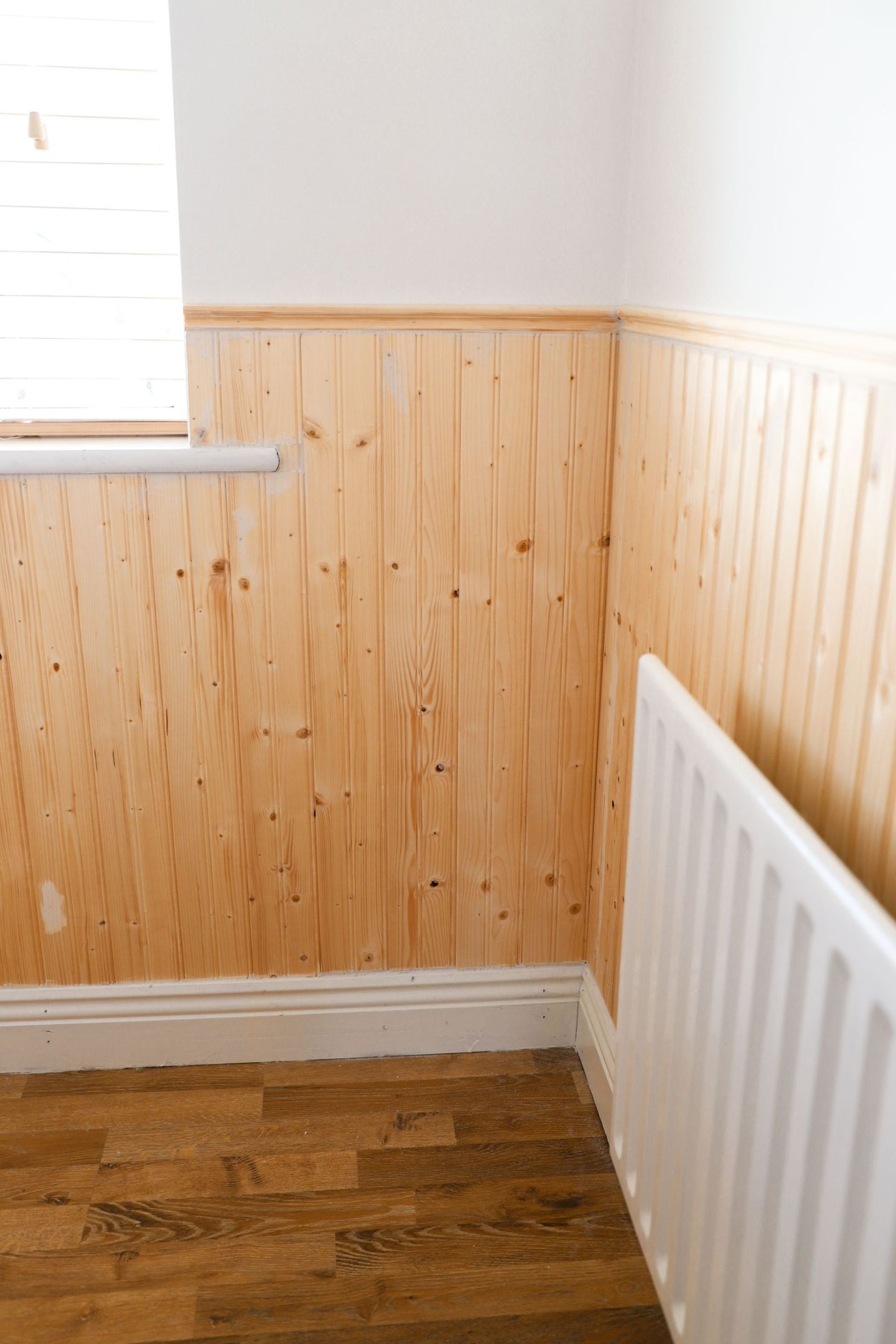 How to install beadboard panelling to a room