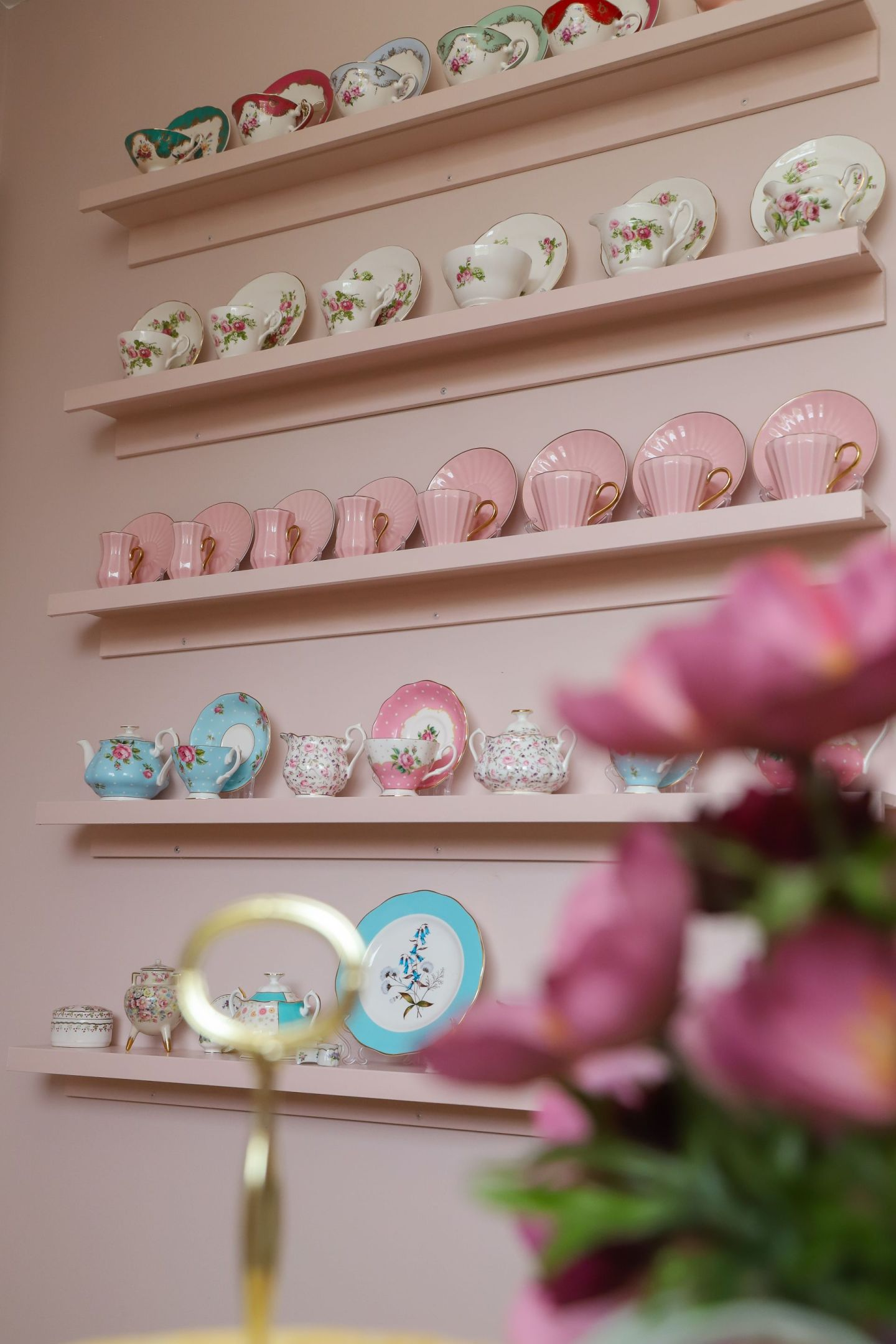 How to display your china teacups
