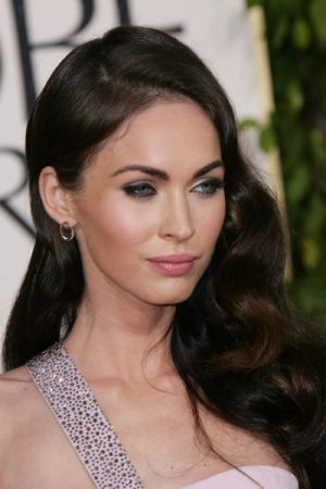 golden globes 2011 fashion megan fox 13 e1501447215808 - Todas Las Cirugías de Megan Fox