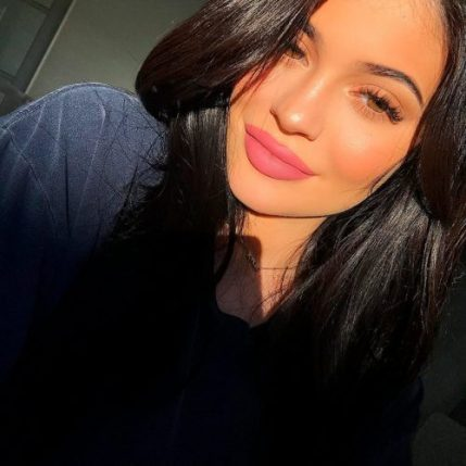 kylie cosmetics comprar e1531310677277 - Kylie Jenner Prescinde de los Rellenos
