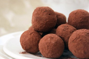 truffles with dates and cocoa
