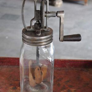 Αντίκα - Χειροκίνητος παρασκευαστής βουτύρου - Indian Handicrafts Export